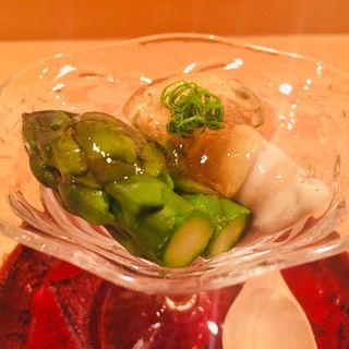 隠岐島産、岩牡蠣(海輝王)アスパラ土佐酢ジュレ(料理 澤)