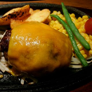 黒毛和牛100%デミグラスチーズハンバーグ(ミート矢澤 (ミートヤザワ))