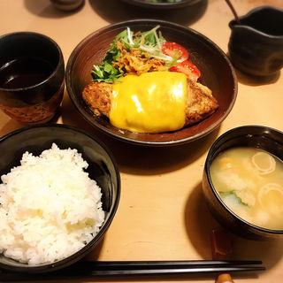 鎌倉バーグ御膳チェダーチーズ(鎌倉 六弥太)