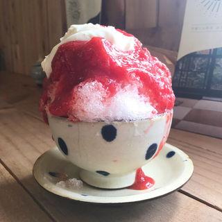 ストロベリーかき氷(キャリー焼菓子店 )