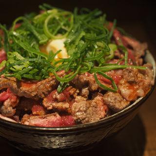 ユッケ風レアステーキ丼(1kg)(1ポンドの ステーキ ハンバーグ タケル 福島店 )