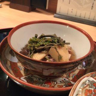 甲州地鶏、ハナイグチ、蕨、筍、花山椒の煮物