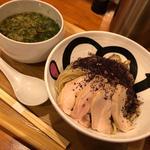 赤紫蘇麺と青紫蘇地鶏スープのつけ麺