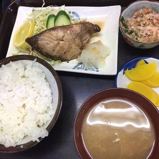 日替わり定食(ブリ照り)(サンゴ亭 )