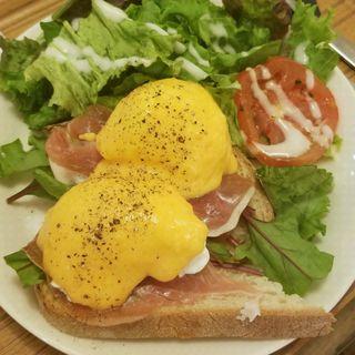 エッグベネディクト(モノクルカフェ - THE MONOCLE CAFE)
