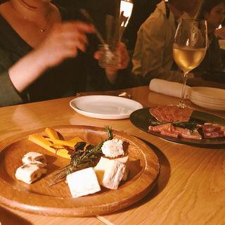 チーズ盛り合わせ(ミニバー (minibar))
