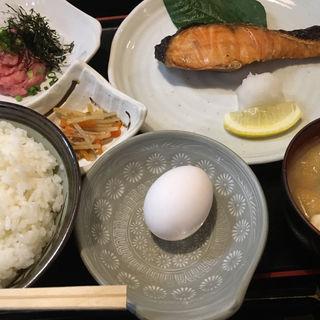 焼鮭とネギトロの定食(はじめ )