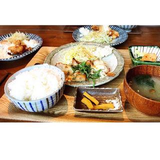 #802週替わり お肉、お魚定食(802 CAFE)