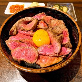 ローストビーフ丼(肉友 (【旧店名】ビストロ クゥイエット デュ ブーケ))