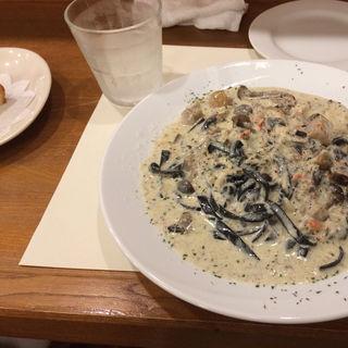 ズワイガニとキノコのクリームパスタ(オステリア オルカドーロ)