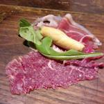 スペイン産生ハムとモトブ牛の生ハム  コース前菜