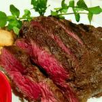 US最上等級 プライムビーフのステーキとポテトフライ