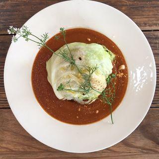 Veaganトマトカレー スパイシーライスのロールキャベツ炙りナッツソース添え(cafe Ocean (カフェ オーシャン))