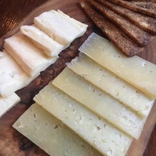 チーズの盛り合わせ(バル・エンリケ )