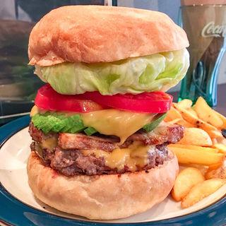 アボカドベーコンチーズバーガー(デクスター ダイナー (Dexter Diner))