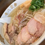 モツラーメン 塩味(札幌ラーメン 八雲)
