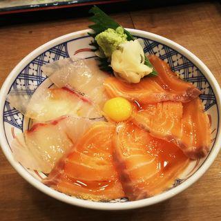 サーモンとカンパチ漬け丼(磯丸水産川崎駅前店)