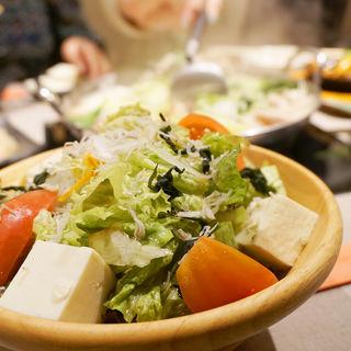 天ホル野菜サラダ(もつ鍋 天神ホルモン)