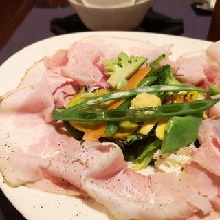 たっぷりやさいの食べるチーズスープ漢方三元豚プレスハムたっぷりのせ(TEST KITCHEN H)