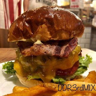 ベーコンチーズバーガー(ハンバーガー&サンドイッチ カフェ サンドライフ)