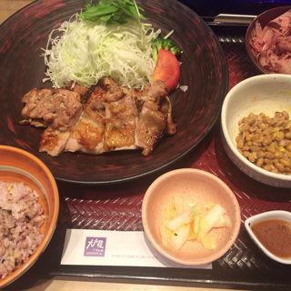 もろみチキン炭火焼定食(五穀ご飯小盛り)+おぼろ豆腐+納豆(大戸屋 新宿西口大ガード店 )