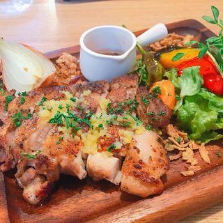 肉料理ランチ  グリルチキン(kagucafe higashimoto)