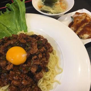 炸醤麺+棒棒鶏 ランチ(中華薬膳火鍋専門店 シャングリラ)