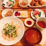 アボカドとマグロの明太子丼
