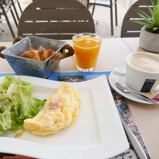 Petit-déjeuner(Le Madrigal)