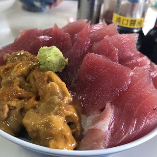 メバチまぐろと生うにのダブル丼(鶴亀屋食堂 (名物マグロ丼))