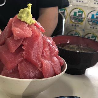 まぐろ丼 中(鶴亀屋食堂 (名物マグロ丼))