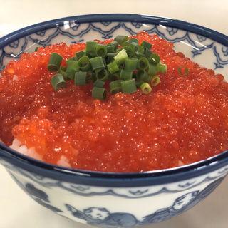 いくら丼(鶴亀屋食堂 (名物マグロ丼))