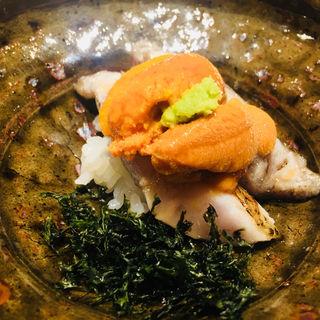 蝦夷バフン雲丹とノドグロの寿司(日本料理 翠 )