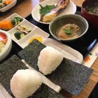 お米屋さんのオニギリ定食  日替わり(辻米穀店おこめカフェ)