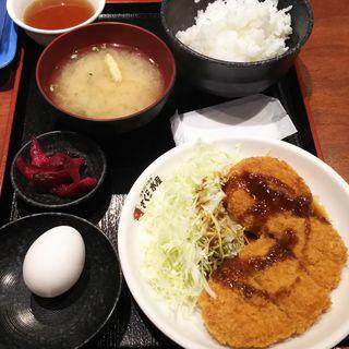日替わり定食B(ロースかつ&クリーミーカニコロッケ+青野菜)(さくら水産 川崎駅前2号店)