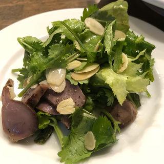 砂肝とハーブのサラダ(bisとろタカギ )