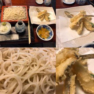 更科蕎麦と女鯒の天ぷら(大坂屋 砂場 本店 (おおさかや すなば))
