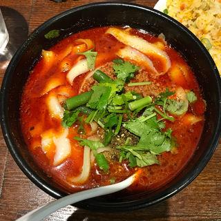 麻辣刀削麺(半炒飯)(刀削麺 張家 麹町店 )