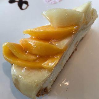マンゴーと桃のタルト(コムサカフェ)