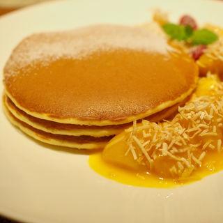 マンゴーパンケーキ(カフェ クベール (CAFE COUVERT))