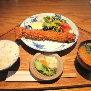 大エビフライ定食(キッチンよい一日 春日店)