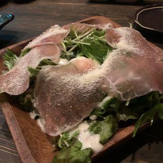 生ハムと半熟玉子のシーザーサラダ(炉端 なべ家 (ろばたなべや))