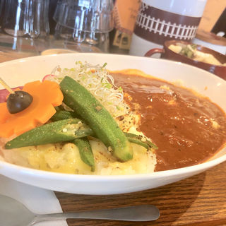 とろ〜り炙りチーズと温玉のカレー膳(タケウチ 神保町本店 (TAKEUCHI))