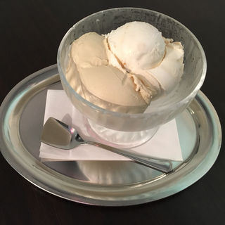 ダブル(マルカルポーネと焼きイチジク、ピスタチオ)(カフェラッテ (caffellatte))