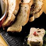 レバーペースト雑穀パン付き