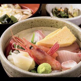 (昼)海鮮丼と温うどん(杉のあかり (すぎのあかり))