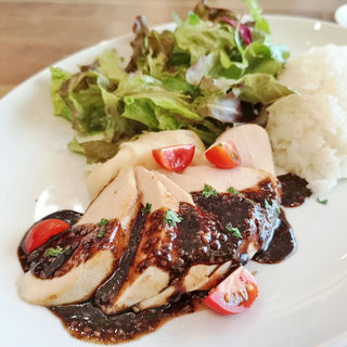若鶏のコンフィ 胡麻バルサミコソース(ココノマ シーズン ダイニング (COCONOMA Season Dining))