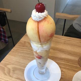 桃のパフェ(fruit & sandwich Rosier)