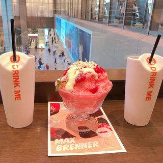 ホワイトチョコレートストロベリーかき氷(MAX BRENNER/マックスブレナールクア大阪)