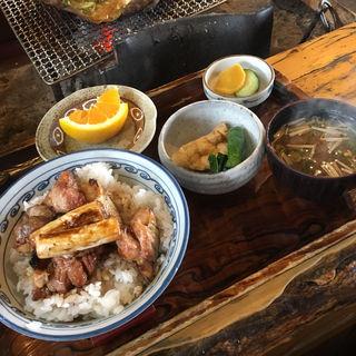 奥みの古地鶏どんぶり(いろり料理 さくら )